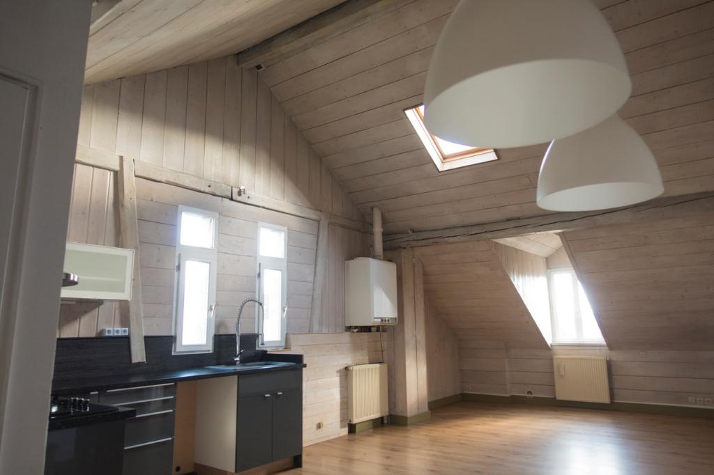 T5 , à 2mn de Geneve,  dernier étage , loft 116m² utiles à 1 mn  à pieds du tram  Moillesulaz,  cave , parking privé, vue montagnes